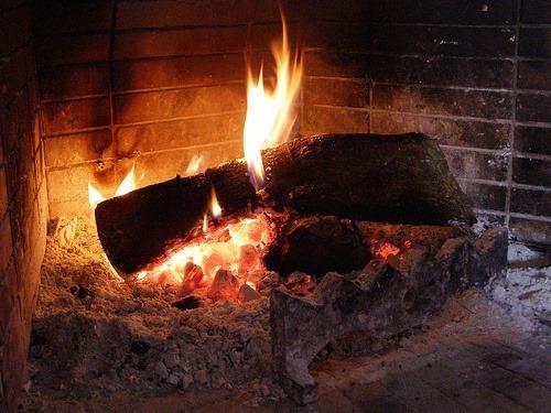 Shtëpi e Zjarrit apo Dimërore? Kujtime, Shëndete e Thashetheme pa Dëm, Gështenjë e Misra të Pjekur në Hi e Prush!