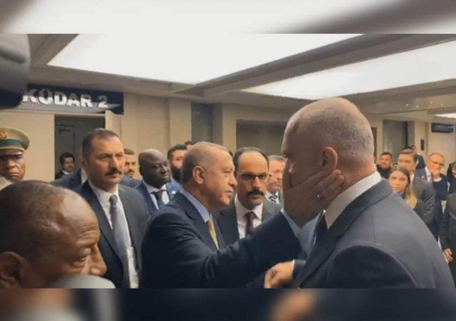 """Lajm qe na Gezon: Presidenti i Turqise, Recep Tayyip Erdogan, """" 500 banesat e premtuara do te jene gati per 6 muaj,ose nje vit""""..."""