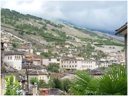 """""""Shpella e Zekateve"""" atje ku Djemtë e Palortosë bënin Ski Gjirokastritce!..."""