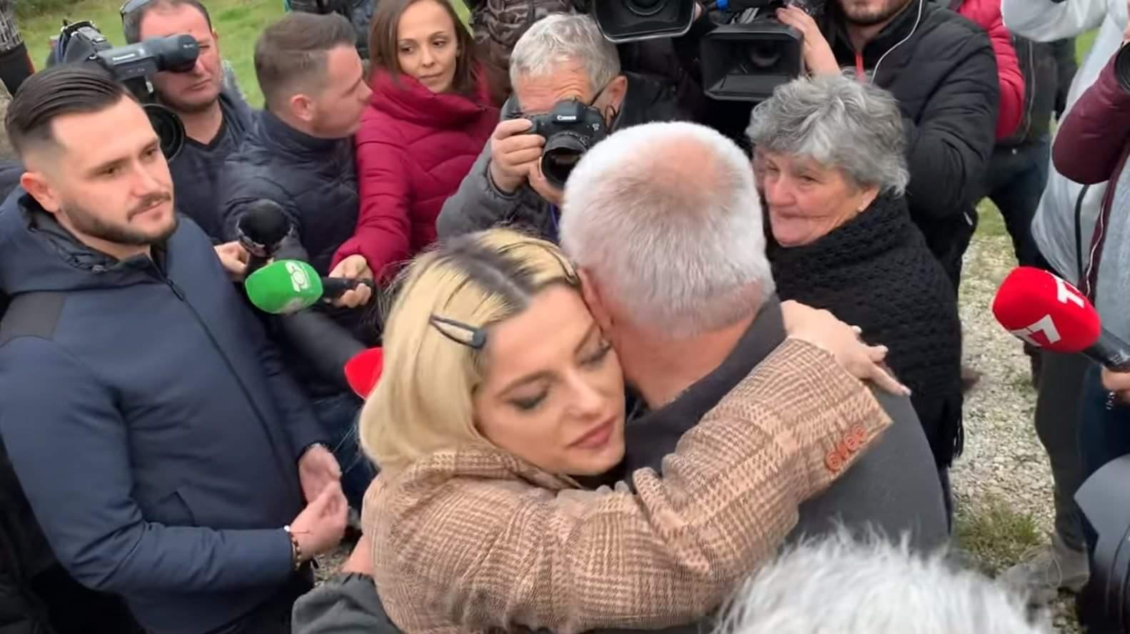 Këngëtarja Bebe Rexha vjen Personalisht në Shqipëri për të Ndihmuar Familjet e Prekura nga Tërmeti