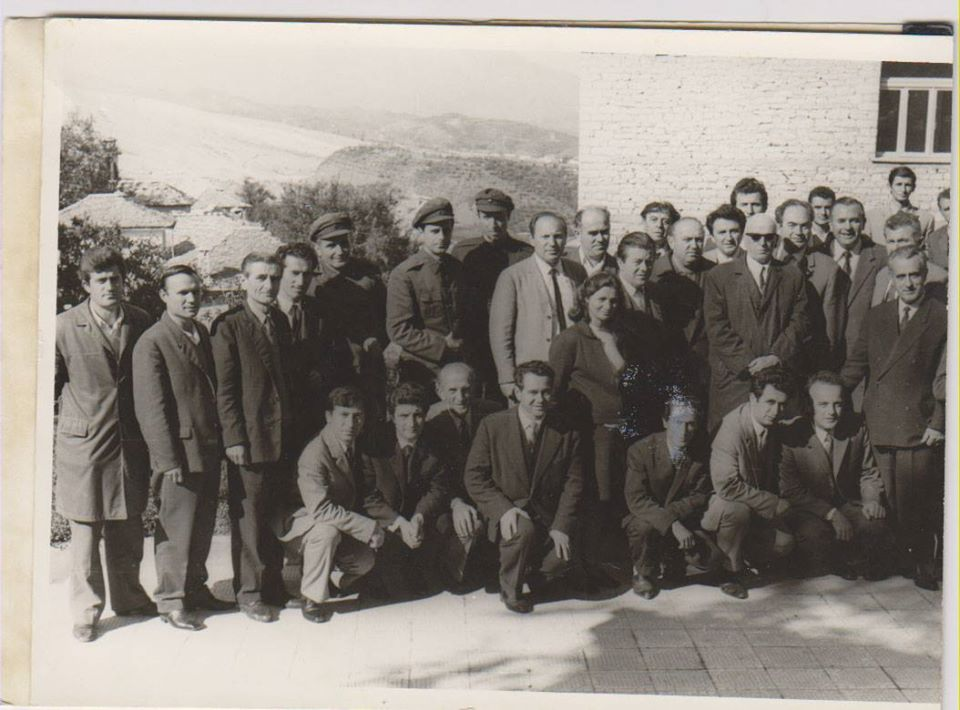"""Kujtesë/ Në 24 Maj 1950 Personeli Mjekësor i Spitalit të Gjirokastrës Filloi nga Puna në Godinën e Re që Sot Mban Emrin """"Omer Nishani""""!"""