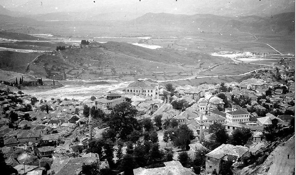 Një Pjesë e Qytetit të Gjirokastrës në Dy Foto- Si e Kujtoni dhe Vleresoni Ndryshimet?!