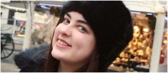 23 Vjeç, Flet 19 Gjuhë Dhe Eshtë Vajzë Gjeni!