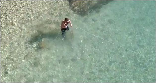 """Dita e """"Ujit të Bekuar"""" në Gjirokastër-Ja Kush e Nxorri Kryqin nga Ujrat e Lumit Drino!"""
