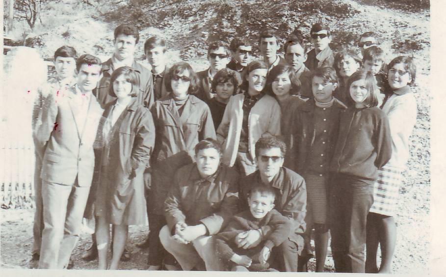 """Ç`Thoni për Ndonjë Takim? Kush e ka Radhën për Organizimin e Takimit të Maturës në Gjimnazin """"Asim Zeneli"""" të Gjirokastrës?"""