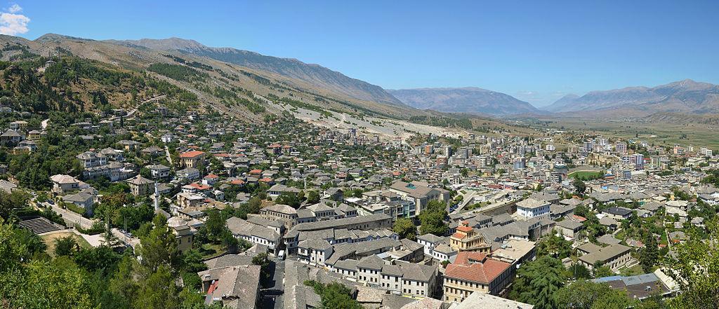 Thënie, Përshkrime dhe Vargje për Gjirokastrën nga Krijues Gjirokastritë-Gjeni Kush i Ka Thënë ?!
