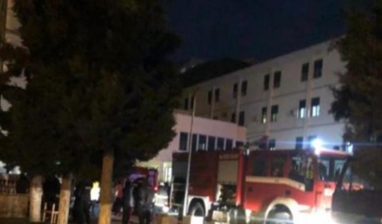 Një Zjarr i Papritur Ka Përfshirë Katër Katet e Spitalit të Durrësit