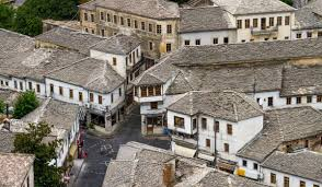 Shtëpi të Mëdha nëZonën Historike të Pazarit ku Kane Jetuar Mjekë dhe Intelektualë të Dëgjuar me Kontribute për Qytetin e Gjirokastrës