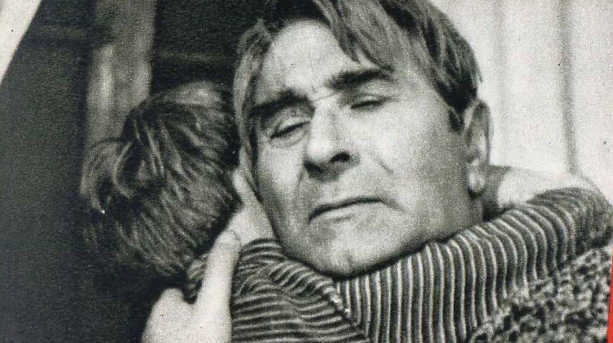 """Kujtojmë Sandër Prosin, Aktorin e Madh të Teatrit dhe Kinematografisë Shqiptare, Nderuar me Titullin e Lartë """"Artist i Popullit"""""""