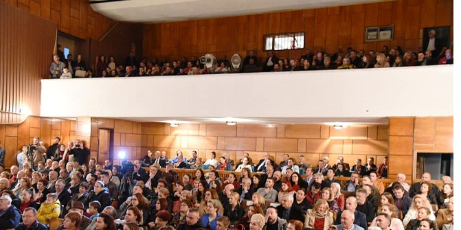 Cirk, Humor dhe Muzike-Si Priteshin Premierat e Estradës Profesioniste nga Artdashësit në Gjirokaster, Sarandë dhe Tiranë!?