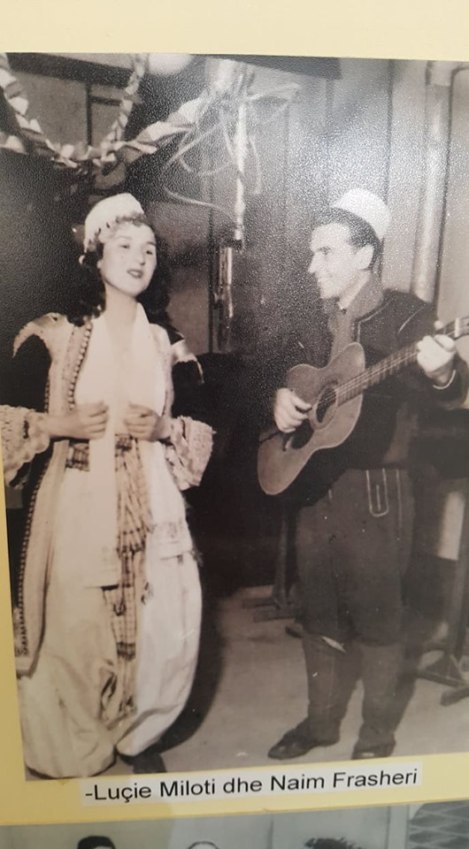 Foto e rrallë/ Këngëtarja e Njohur Luçie Miloti me Artistin e Popullit Naim  Frashëri