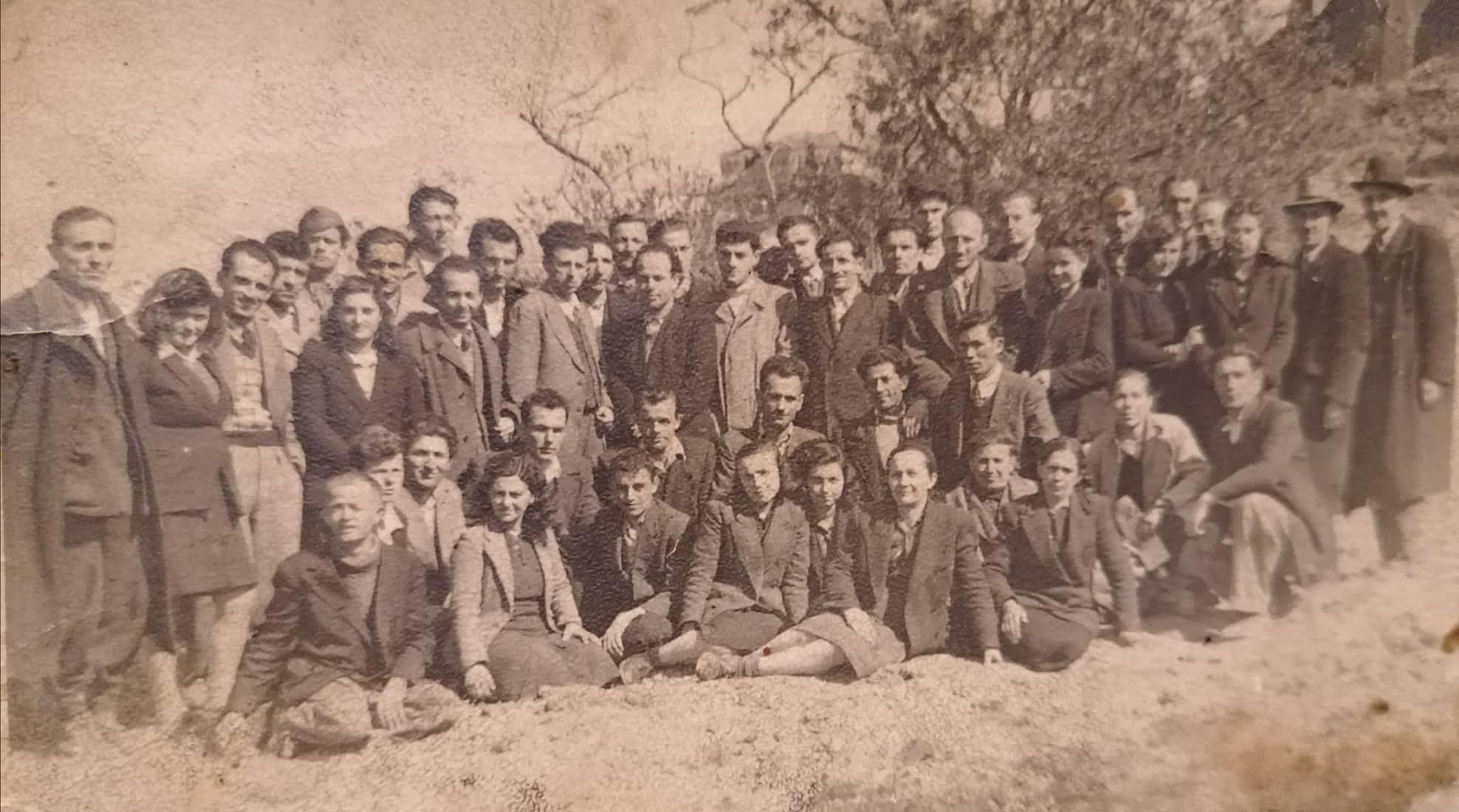 Kujtesë/ Kristaq Çabeli Drejtori i Parë i Ndërmarrjes së Shërbimeve në Gjirokastër dhe Kjo Foto e Vitit 1948 që Zgjon Kujtime!