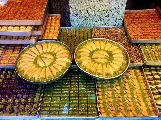 Bakllavatë në Stamboll që i Shijojmë Edhe në Shqiperi-Histori, Receta dhe Shije te Mrekullueshme!
