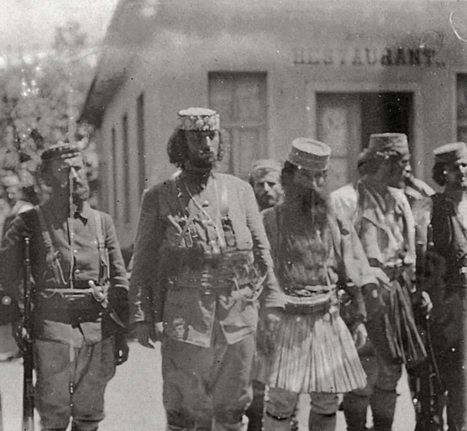 Pse Hito Lekdushi Dhe Bajram Ligu prenë Leshrat, Mjekrat e Mustaqet dhe Provuan Revolverët mbi Balten e Kuqe te Dunavatit