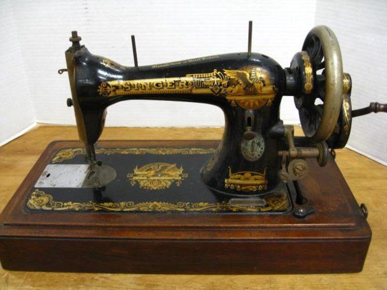 Historia e Makinës Qepse Amerikane SINGER Fillon me Vitin 1851, po Kush ishte Përfaqësuesi i saj në Gjirokastër nga viti 1925?!...