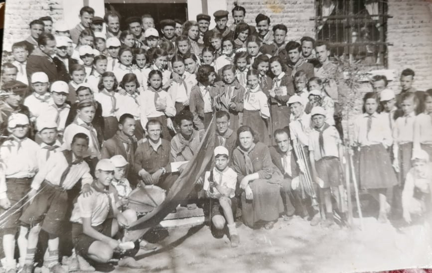 Kë Njihni në Këtë Foto të Para Viteve `60 që Zgjon Kujtime të Largëta