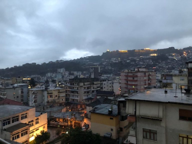 "Pas Atmosferes se Festes, Nderron Moti ne Gjirokaster. Shirra te Vrullshme, "" zgjohen "" Prerrenjte, edhe ..."