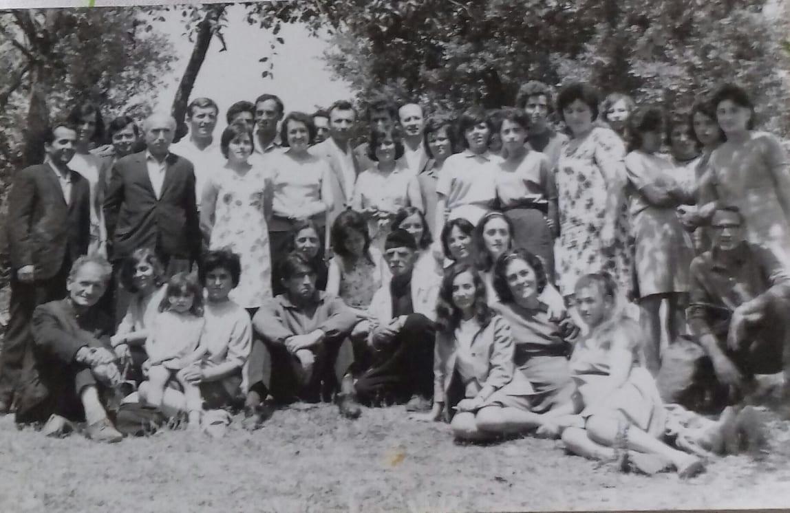 """Kujtesë/ Mësues të Shkollës 8-Vjeçare """"Naim Frashëri"""" të Qytetit të Gjirokastrës"""