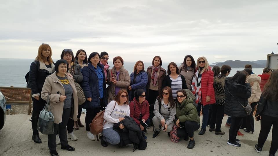 """Ja ku e Kaluan Diten e Tyre te 8 Marsit 20 Mesuese te Shkolles se Mesme """" Siri Shapllo"""" te Qytetit te Gjirokastres!"""