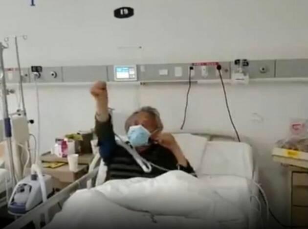 """Sherohet Italiani 87 Vjecar"" - Grushti Lart i tij Kthehet ne Simbol te Fitores ndaj Koronavirusit!"