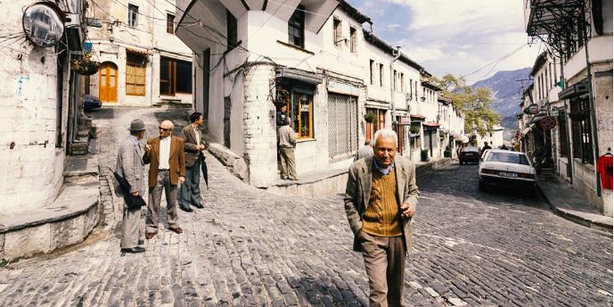 Merret Vendimi/ Ja Kush Do i Beje Furnizimet me Ilace dhe Ushqime per te Moshuarit ne Gjirokaster!
