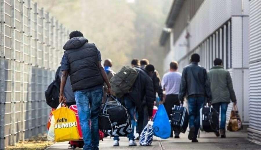 """""""180 Kilometra Rruge ne Kembe"""" - Emigrantet kthehen keshtu nga Kakavia per Berat!"""