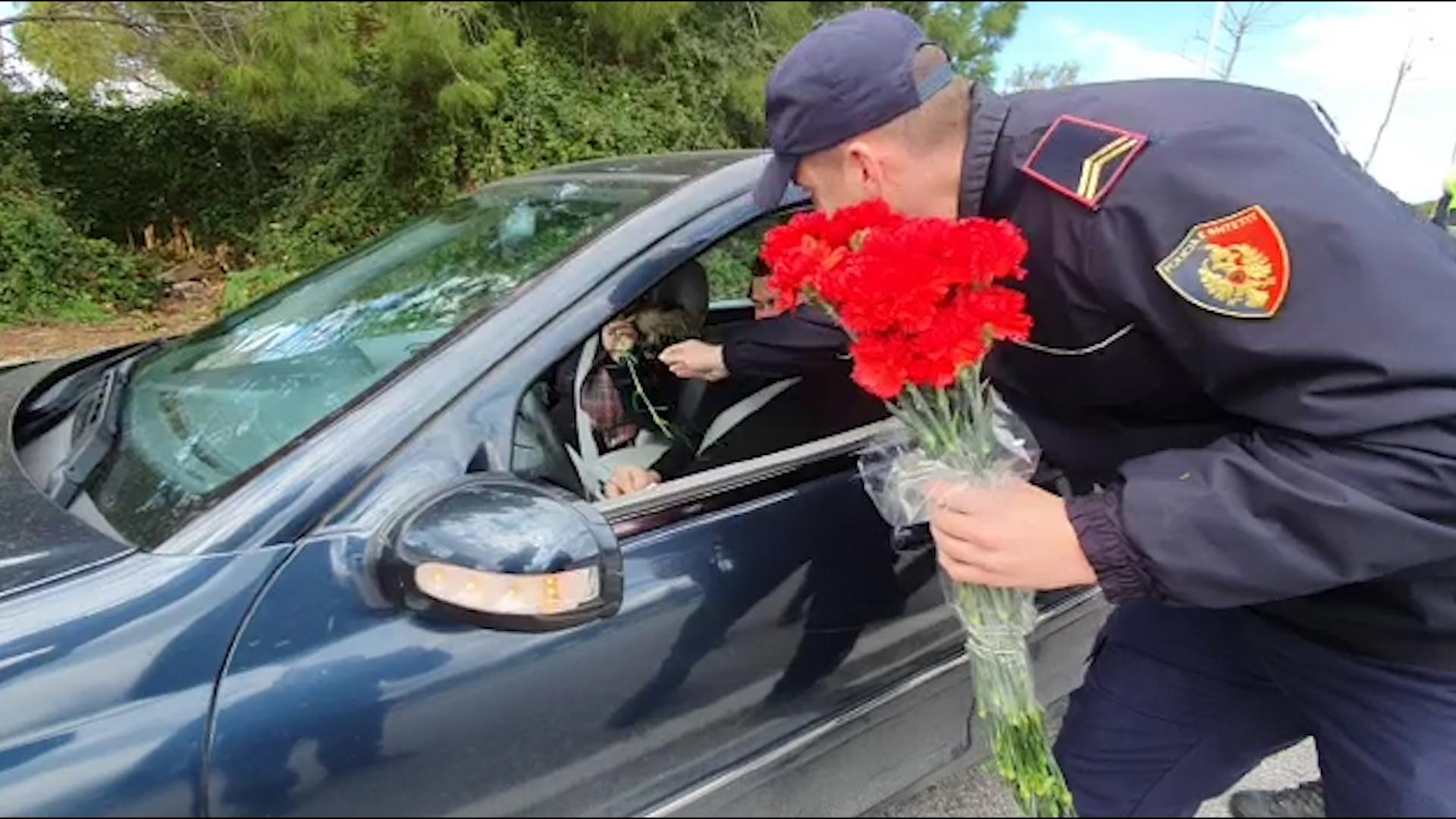 """""""Ju Lumtë Policëve të Vlorës!""""- Lule, Kartolina dhe ...me Rastin e 8 Marsit!"""