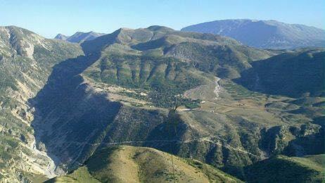 Golëmi , fshati i largët malor i rrethuar me një kurorë malesh të lartë