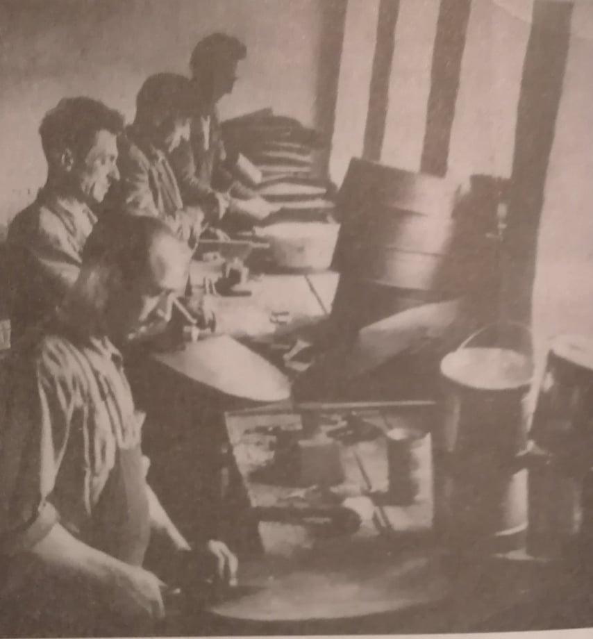 Kujtesë/ Zanatçinjtë që ngritën Kooperativën e Parë të Artizanatit në vitin 1950 në Gjirokastër