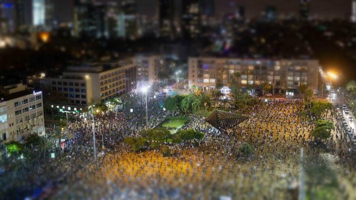 Edhe Protestat Ndikohen nga Covid19 - Protestuesit ne Izrael 2 Metra Larg Njeri-Tjetrit!