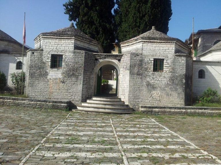 Teqeja e Zallit dhe Stanet ku lazaratasit mësonin gjuhën shqipe me Alfabetin e Stambollit