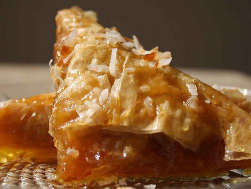 Samsa apo Trigona, ëmbëlsira tradicionale e Gjirokastrës me dy emra!- Ja si përgatitet!