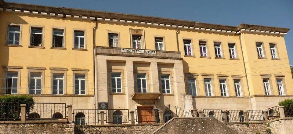 Kur palestra e gjimnazit të Gjirokastrës shërbente për mbrëmjet e rinise me 500 pjesëmarrës