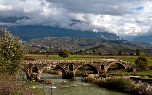 Ura e famshme 200 vjecare e Kollorcës-Kush ishte Hatixheja dhe pse quhet edhe Ura e Zonjës?