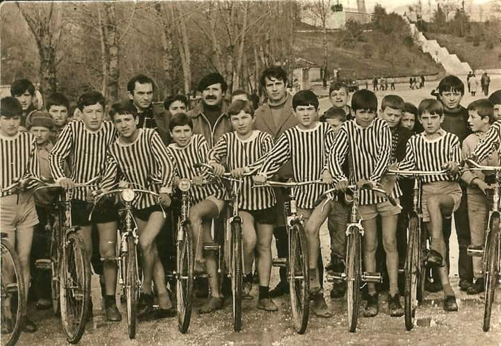 """""""Djemtë me biçikleta""""të shkollës""""Koto Hoxhi""""të qytetit të Gjirokastrës"""