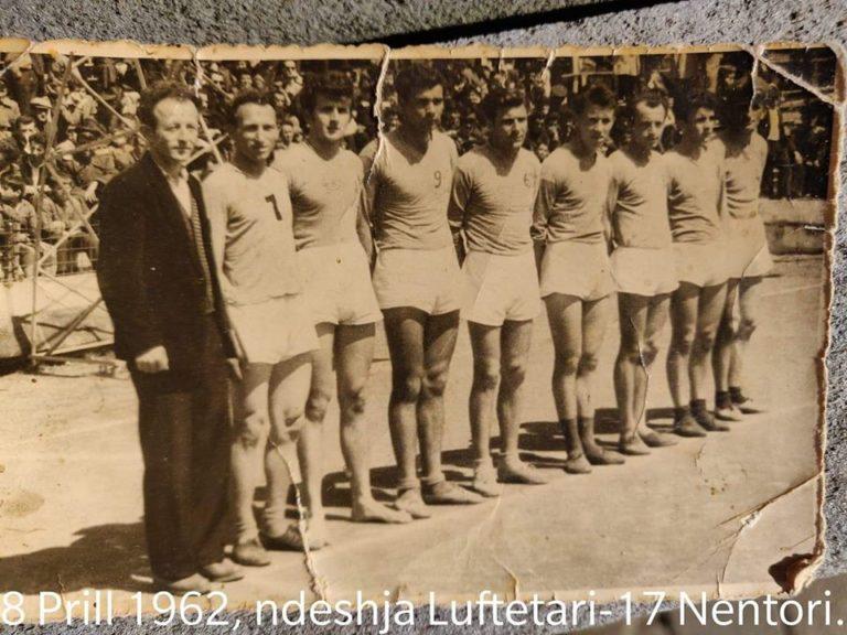 """Foto e rrallë/Ndeshje historike e volejbollistëve gjirokastritë me ekipin e""""17 Nëntorit"""""""