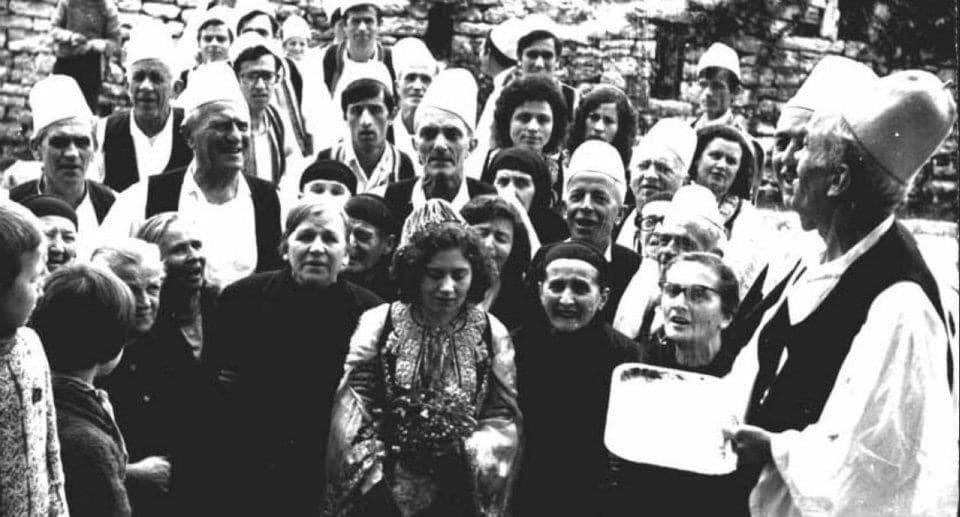 Në dasmat e para të Gjirokastrës, kë zinte gjumi e nxinin në fytyrë me fundin e tiganit