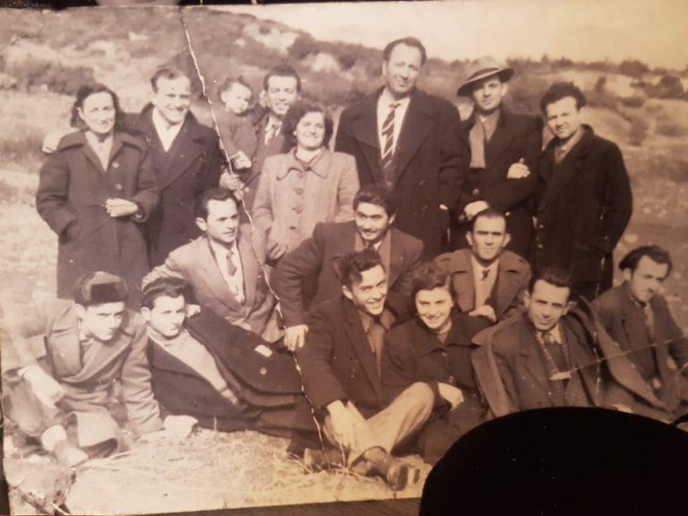 Kujtesë/ Regjisori i parë dhe aktorët amatorë të lëvizjes teatrore të qytetit të Gjirokastrës