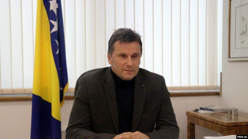 Kryeministri Fadil Novaliç, është marrë në pyetje nga autoritetet pas dyshimeve për korrupsion