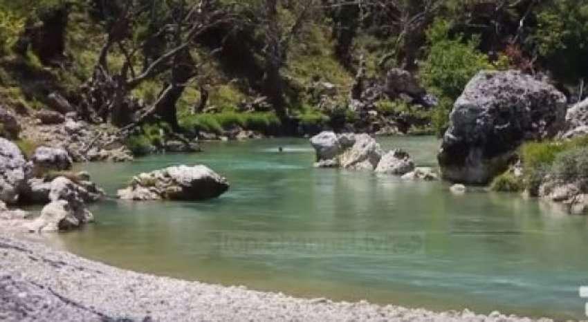 """Kur gjirokastritët bënin plazh""""pa lekë""""përgjatë lumit Drino, po këtë verë ku do të pushojnë?"""
