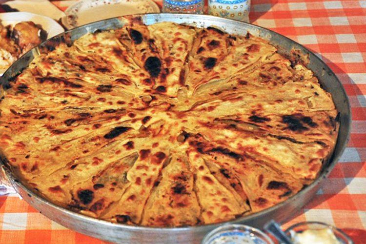 Flija specialiteti i kuzhines tradicionale shqiptare dhe menyra e pergatitjes se saj