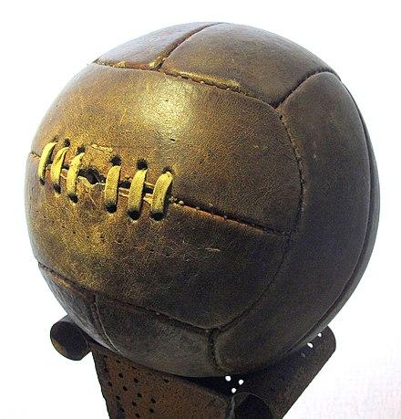 Ju kujtohet, me këtë Top të qepur me spango keni lojtur në Fushën e Vjetër të lagjes?!