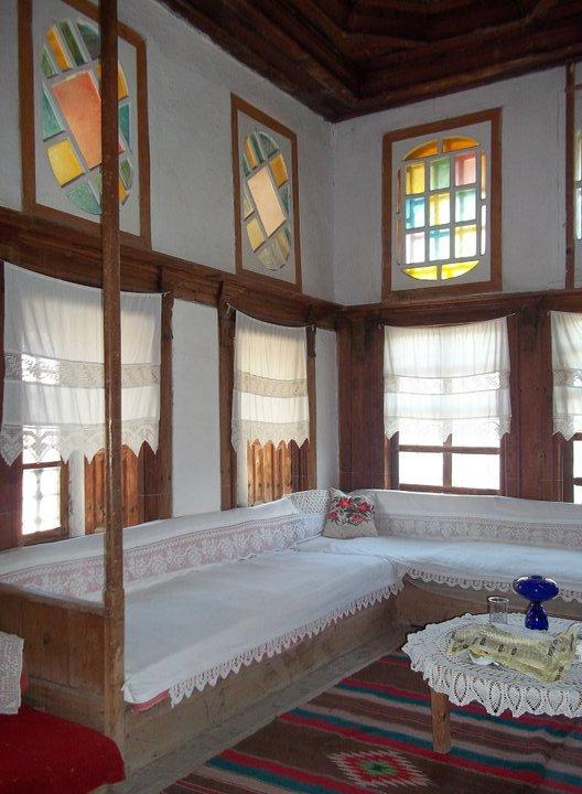 Punët e dorës në odatë e mëdha të shtëpive gjirokastrite