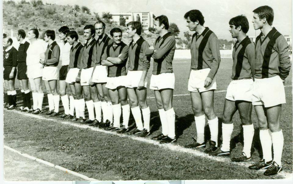 Kujtesë/ Zbuloni ekipin kundërshtar dhe cilit vit i përket kjo foto!