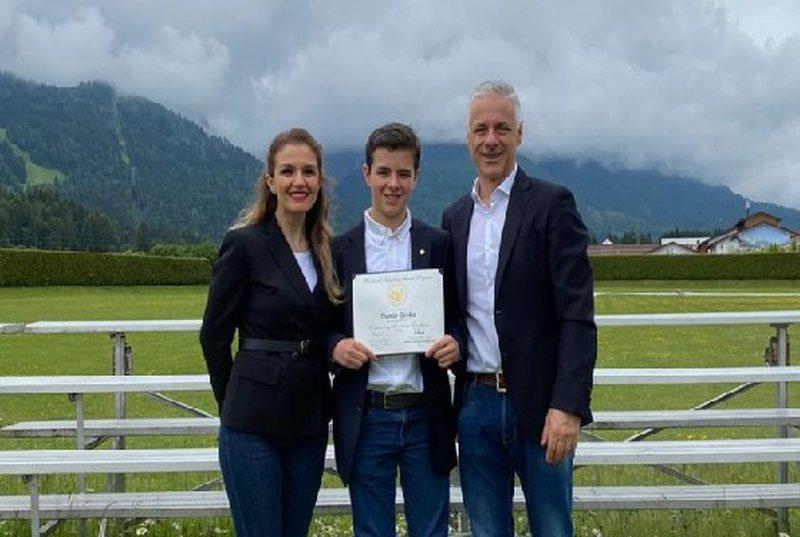 Kush është shqiptari që Presidenti Donald Trump  e nderoi me medaljen më të lartë për arritje akademike