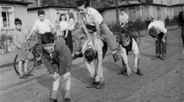 Lojrat e fëmijërisë- virat për vajzat dhe saiset për djemtë. Ju kujtohen të tjera?