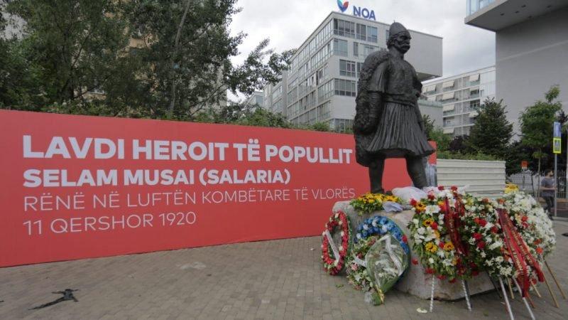 """""""Heroi i Popullit"""" Selam Musai me bust në Tiranë"""