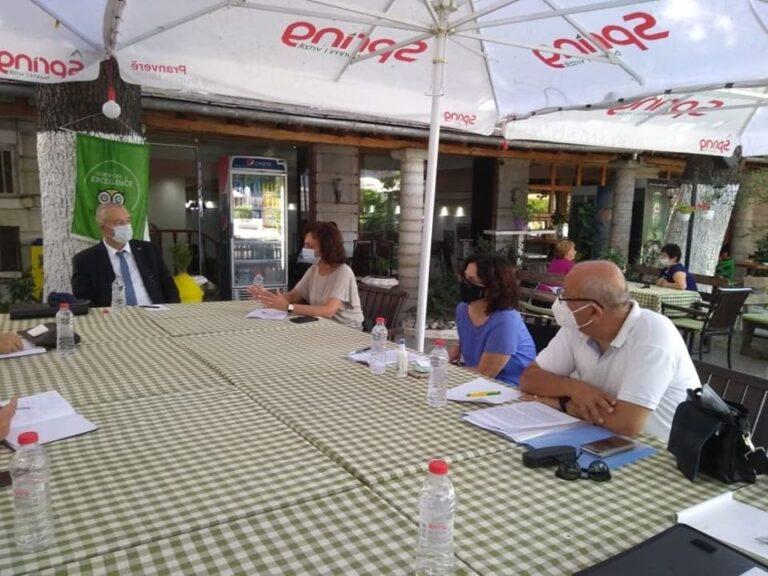 Vjollca Koko takim me Ambasadorin zvicerian Z. Adrian Matre dhe Znj. Elda Bagaviki, ja cfare biseduan...