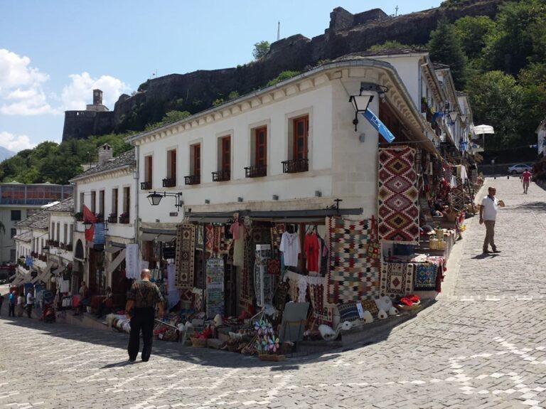 Shpërblime Financiare dhe Vendim për Luftëtarin në mbledhjen e Këshillit Bashkiak të Gjirokastrës