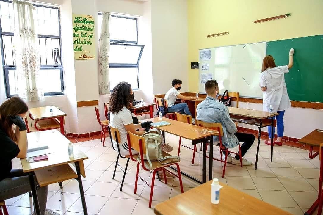 Njoftim i Ministrise per maturantet mbetes